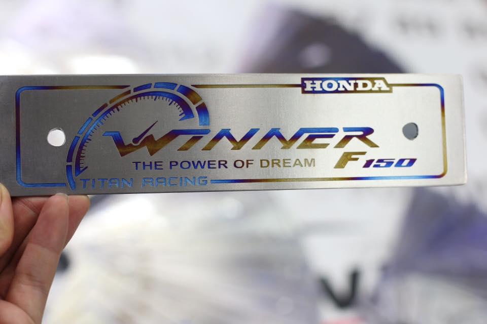 Bảng tên titan honda winner STD-820 Titan