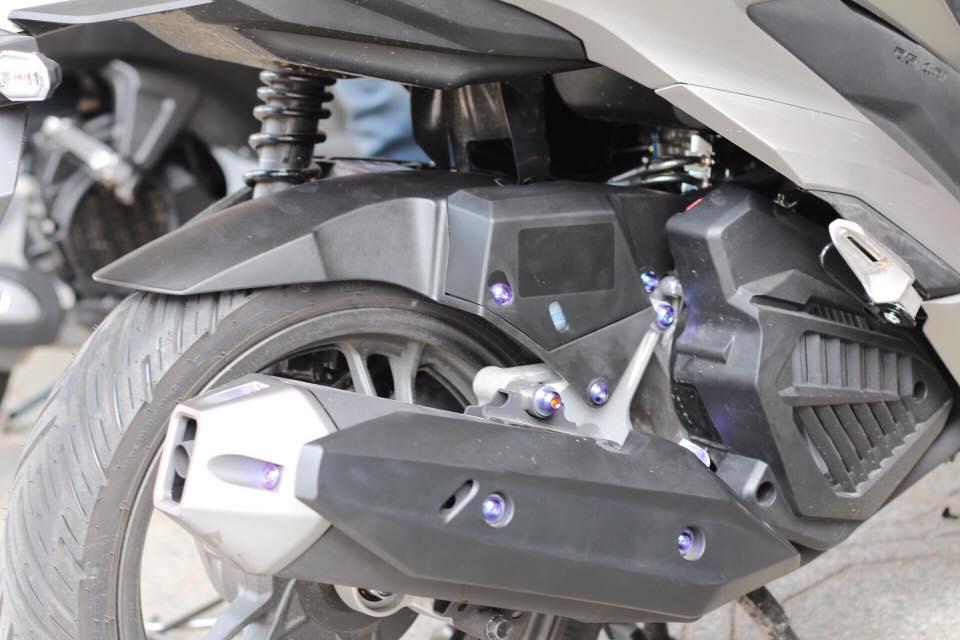 Dè con chắn bùn sau (chính hãng Honda) cho AB, Click, Vario STD-895 HONDA