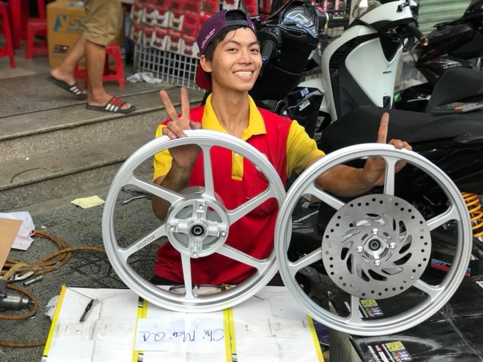 Mâm kozi gắn Winner150 STD-1021 kozi, Mâm Kozi Gắn Winner150,.....gắn như zin không cần chế cháo gì nhé,..,..chất lượng tốt,chạy an toàn,bên malaysia dùng để chạy sân được luôn nhé,.....tặng 1 cái đĩa trước,....