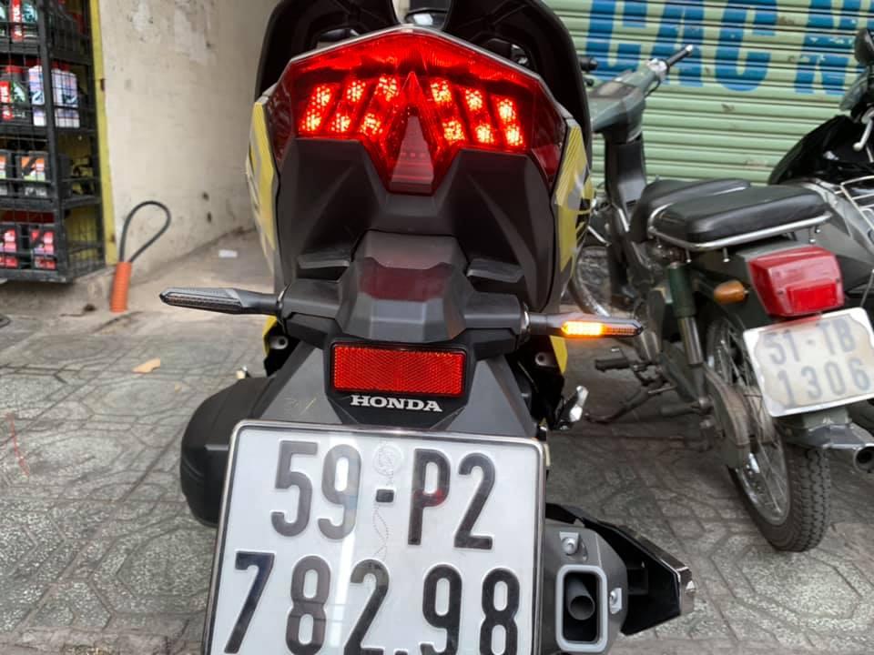 Xin nhan Spirit Beast L19 chính hãng STD-1064 SpiritBeast, Xinhan Spirit Beast L19 hàng chính hãng hoàn toàn mới, thiết kế khá ấn tượng dành cho các dòng xe. Với ánh sáng rất tốt, an toàn cho người tham gia giao thông. Thương hiệu này hiện tại khá được ưa chuộng ở Việt Nam Xinhan Spirit Beast L19 có thể gắn cho nhiều loại xe.